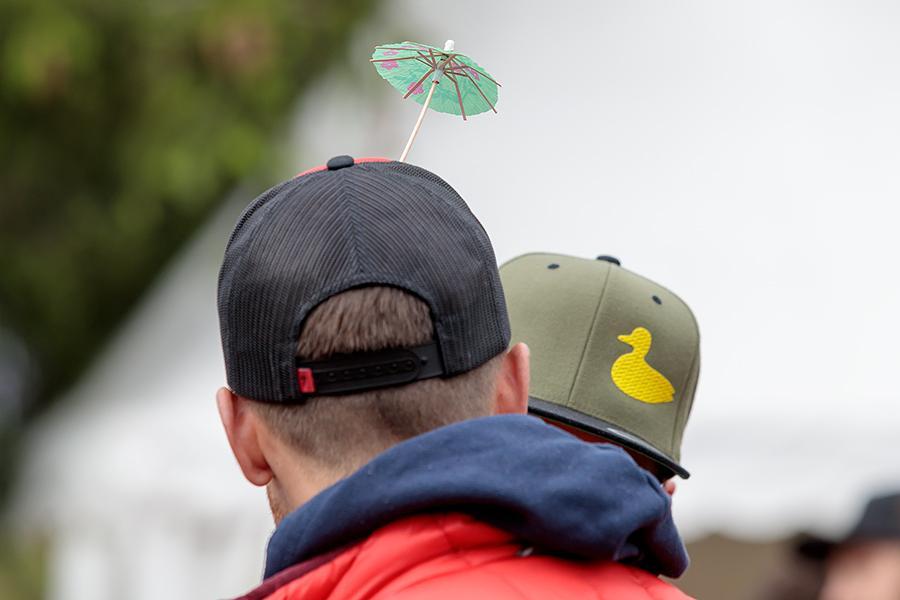 Kappe mit Schirm