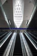 """Wien Hbf. Bahnsteigzugang"" von FrontOffice - Eigenes Werk. Lizenziert unter CC BY-SA 3.0 über Wikimedia Commons - https://commons.wikimedia.org/wiki/File:Wien_Hbf._Bahnsteigzugang.JPG#/media/File:Wien_Hbf._Bahnsteigzugang.JPG"